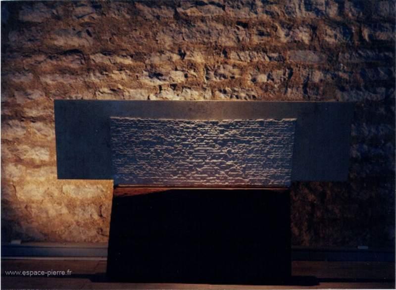 Etrave en pierre de taille art moderne Lawrence Quirinali